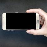 كيف نطيل عمر شاشات الهواتف؟