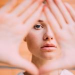 أربع علامات على وجهك تظهر أنك تعاني من نقص فيتامين B12!